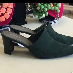 Liz Claiborne Suede green closed toe heels